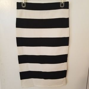 Forever 21 Black and white spandex skirt size lg